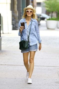 68c9cafd210 CHILL IN THE CITY Elle Macpherson