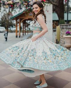 Bookeventz brings to you elegant mehndi dresses ideas for the brides of today. Update your mehndi couture with these chic outfits. Mehndi Outfit, Mehndi Dress, Mehendi, Bridal Outfits, Bridal Dresses, Wedding Dress, Wedding Bride, Wedding Decor, Indian Dresses
