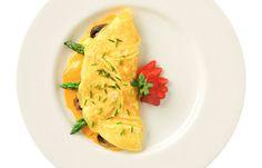 Omelett - Die besten Snacks für einen flachen Bauch - Ein Omelett mit maximal zwei Eiern, dafür viel Gemüse, ist ein guter Snack für den großen Hunger. Ist keine Küche in der Nähe, können...