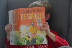 De Gorgels van Jochem Myjer hebben ons huis overgenomen! Wil jij je kind stimuleren om zelf meer te lezen, of zoek je een voorleesboek waar je zelf óók veel plezier aan beleeft? Dan is deze zeker de moeite waard! Hij wordt hier verorberd als een milkshake ;) http://www.mamsatwork.nl/de-gorgels-boek-jochem-myjer/