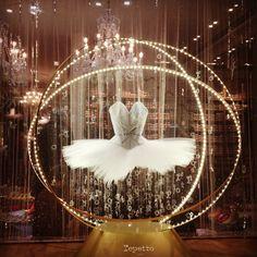 Ballet: Beautiful tutu in the window of Repetto Boutique, Paris, France (=) Love Dance, Dance Art, Tutu Costumes, Ballet Costumes, Ballet Tutu, Ballet Dance, Ballet Shop, Ballet Wear, Marketing Visual