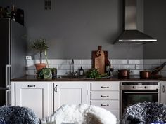 Атмосферный интерьер в Швеции (67 кв. м) | Квартира в серых тонах фото