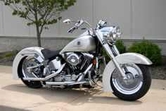 pearl white with two tone silver - Harley Davidson Wallpaper ID 594635 - Desktop Nexus Motorcycles