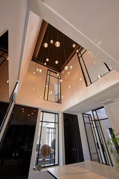 Staircase Lighting Ideas, Hallway Lighting, Vestibule, Villa, Entrance Design, Entrance Hall, Modern Stairs, Modern Chandelier, Home Fashion