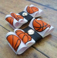 Cute basketball bows If you're trying to find hairstyles that may Basketball Baby, Basketball Gifts, Basketball Coach, Headband Hairstyles, Weave Hairstyles, Sporty Hairstyles, Sport Themed Crafts, Herringbone Braid, Types Of Bows