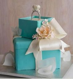 Bridal shower cake designs reflect the bride's individual qualities, interests and favourite colours. Check out these amazing designer bridal shower cake ideas. Tiffany Wedding Cakes, Tiffany Cakes, Tiffany Party, Tiffany Box, Tiffany Theme, Breakfast At Tiffanys Party Ideas, Wedding Breakfast, Wedding Shower Cakes, Wedding Showers