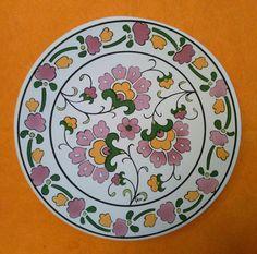 Glass Painting Designs, Paint Designs, Painted Plates, Ceramic Plates, Pottery Painting, Ceramic Painting, Blue Pottery, Turkish Art, Doodles Zentangles