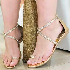 ca7465e84 9 melhores imagens da pasta sapatilha dourada | Gold sperrys, Casual  clothes e Casual looks