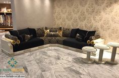 salon marocain luxe Classic Living Room, Living Room Modern, Living Room Designs, Living Room Decor, Living Rooms, Moroccan Design, Moroccan Decor, Tv Wall Decor, Sofa Set Designs