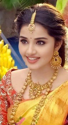 Anupama Parameswaran at Vunnadi Okate Zindagi Movie Thanks Meet Beautiful Girl Photo, Beautiful Girl Indian, Most Beautiful Indian Actress, Beautiful Saree, Beautiful Images, Indian Natural Beauty, Indian Beauty Saree, Beautiful Bollywood Actress, Beautiful Actresses