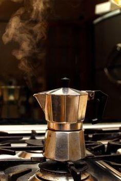 f542cbf7d7 A kotyogós kávéfőző klasszikus, a mai napig az egyik leggyakrabban használt  kávéfőző eszköz. Sült