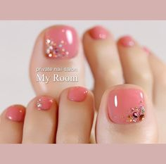 Fall toe nail art can brighten those days when you start to realize that it's . - Fall toe nail art can brighten those days when you start to realize that it's time to say goodbye - Fall Toe Nails, Pretty Toe Nails, Summer Toe Nails, Cute Toe Nails, Toe Nail Designs For Fall, Pedicure Nail Designs, Pedicure Nail Art, Fall Pedicure, Pedicure Colors