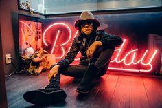 チバユウスケ、自身のフジロック出演歴から現在のフジロックの楽しみ方までを語る   ページ 2 / 2   富士祭電子瓦版 - FUJI ROCK FESTIVAL ELECTRONIC NEWS Fuji Rock, Chiba, 4 Life, Men's Fashion, Scene, Neon Signs, Japan, Band, Music