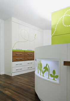 DLW Linoleum References - Paediatric Practice in Hattingen - Armstrong Healthcare Architecture, Healthcare Design, Architecture Design, Commercial Design, Commercial Interiors, Children's Clinic, Window Graphics, Clinic Design, Childrens Hospital