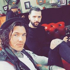 476 vind-ik-leuks, 3 reacties - Tattoo Fixers (@e4tattoofixers) op Instagram: '🚀Grabbing some #mondaymotivation with a throwback to these beauts in our fav place, #TattooFixers…'