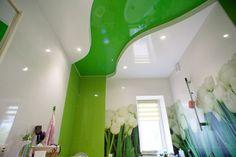 Натяжные потолки в ванной (45 фото): идеальный выбор http://happymodern.ru/natyazhnye-potolki-v-vannoj-45-foto-idealnyj-vybor/ Весенняя ванна комната. Необычное решение, взаимодействие волны натяжного полотна, которая перетекает в плитку такого же цвета на стенах