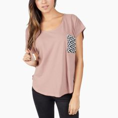 W_PocketScallopTee_Mauve_Fit