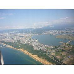 【mimamura.canada】さんのInstagramをピンしています。 《Welcome to Fukuoka, my beloved hometown! ようこそ福岡、我が故郷! #fukuoka #beautiful #mountains #ocean #green #hometown #flight #sky #福岡 #綺麗 #山々 #海 #緑 #故郷 #飛行機 #空》