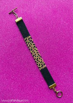 My latest peyote stitch bracelet pattern is perfect for beginners! Glitz is a very glamorous piece of wrist candy - read about the pattern on Craftaholique. Loom Bracelet Patterns, Bead Loom Bracelets, Bead Loom Patterns, Beaded Jewelry Patterns, Beading Patterns, Beading Tutorials, Peyote Stitch Tutorial, Peyote Stitch Patterns, Loom Bracelets