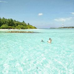 Snorkeling in crystal clear waters of Indian Ocean 💦 #Maldives #travel #thulusdhoo #indianocean #vacation #relax #islandlife #bucketlist