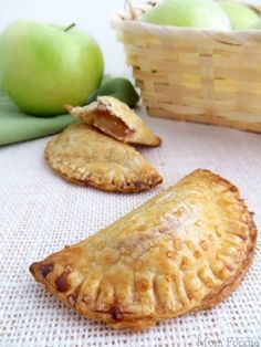 Caramel Apples and Apple Pie are two of the iconic desserts of autumn. Here the two are combined in and easy recipe. This easy Caramel Apple Hand Pie Recipe can be prepared in just 20 Mini Desserts, Desserts To Make, Apple Desserts, Apple Recipes, Sweet Recipes, Baking Recipes, Delicious Desserts, Dessert Recipes, Yummy Recipes