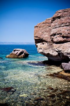 The water in skala sykamineas is so clear and cool. It offers a nice refreshement during the hot greek summers. Vacation Places, Vacation Spots, Places To Travel, Places To See, Beautiful Sites, Beautiful Islands, Beautiful Beaches, Samos, Costa