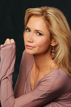 Ashley Jones: Soap opera actress and Emmy winner who played on the show The Young and the Restless. She grew up mainly in Houston, Texas, but was actually born in Memphis, Tennessee.