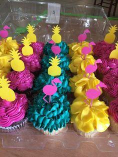 Ivania U's Birthday / Flamingo - Photo Gallery at Catch My Party Luau Pool Parties, Luau Theme Party, Aloha Party, Tiki Party, Birthday Party Themes, Hawaiian Birthday, Flamingo Birthday, Luau Birthday, Flamingo Party