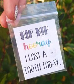 BRILLIANT IDEA ALERTHow cute (& handy!) are these adorable lost-tooth kits. Downloading mine stat. ���