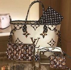 Louis Vuitton Monogram Canvas Artsy MM Bag Handbag Made in France – The Fashion Mart Luxury Handbags, Fashion Handbags, Purses And Handbags, Fashion Bags, Fashion Women, Fashion Fashion, Runway Fashion, Fashion Trends, Marca Louis Vuitton