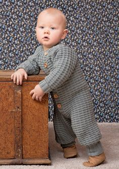 Nr 6 Babydress med raglanfelling pattern by Sandnes Design Knitting For Kids, Baby Knitting Patterns, Baby Patterns, Crochet Patterns, Knitting Ideas, Baby & Toddler Clothing, Little Ones, Diy And Crafts, Knit Crochet