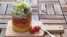 Snídaňový zeleninový salát ve sklenici