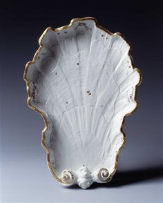 Schale in Form einer Muschelhälfte aus dem Schwanenservice für Heinrich Graf von Brühl