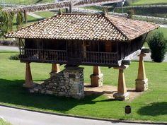 El parque de invierno es el más extenso de la ciudad y se sitúa al sur de la misma. El Parque recibe este nombre por su orientación, al sur de la ciudad de Oviedo.