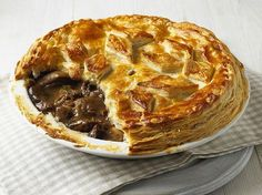 It& British Pie Week. Celebrate with 25 of the Best Pie Recipes: 25 Delicious British Pies - Sweet and Savoury Beef And Guinness Pie, Guinness Pies, Venison Pie, Beef Pies, Scottish Recipes, Irish Recipes, English Recipes, English Meat Pie Recipe, Scottish Meat Pie Recipe