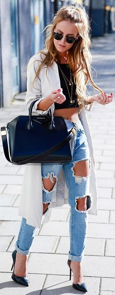 From San Francisco To Miami, 60 Trending Fall Outfits Perfect For September White Trench + Black Crop + Destroyed Denim Summer Outfits 2017, White Summer Outfits, Trendy Fall Outfits, Spring Outfits, Cute Outfits, Casual Outfits, Plaid Fashion, Tomboy Fashion, Look Fashion