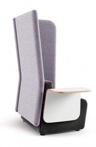 MONT M102020 B-WH Siedzisko z poduszką, oparciem, stolikiem i panelem bocznym wysokim lewym. Tapicerowane siedzisko wykonane z pianki poliuretanowej oparte na stelażu skrzyniowym ze ślizgami do podłóg dywanowych, w opcji do podłóg twardych. Oparcie tapicerowane wypełnione pianką poliuretanową mocowane na stałe do siedziska. Stolik boczny ze sklejki w laminacie HPL w kolorze białym WH lub grafitowym GR.
