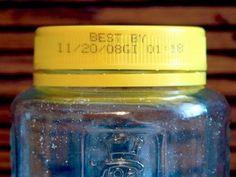 The vast majority of expiration dates are completely bogus — here's how long your food is still good Expiration Dates On Food, Cooking Tips, Cooking Recipes, Expired Food, Kidney Detox, Food Out, Kitchen Hacks, Saving Tips, Food Storage