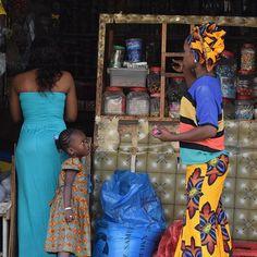 Curious Senegalese girl in the local shop, Dakar - Sénégal