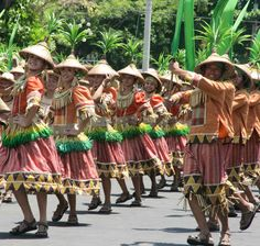 Pista'y Dayat (Sea Festival) A day of Lingayen, Pangasinan thanksgiving for bountiful harvests and abundant fishing observed all over Pangasinan traditional with mass offering on beautiful beaches and fluvial parade.