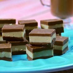 Receta con instrucciones en video: ¡Una chocolatería en tu casa! Ingredientes: 200 gr de chocolate con leche, 400 gr mantequilla de maní cremosa, 100 gr de chocolate blanco