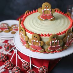 Spiced gingerbread cake is iced with tangy cream cheese frosting and decorated with gingerbread man cookies! Spiced gingerbread cake is iced with tangy cream cheese frosting and decorated with gingerbread man cookies for two festive desserts in one! Mini Desserts, Christmas Desserts, Christmas Treats, Christmas Baking, Christmas Cookies, Italian Desserts, Vegan Desserts, Gingerbread Man Cookie Cutter, Gingerbread Cake