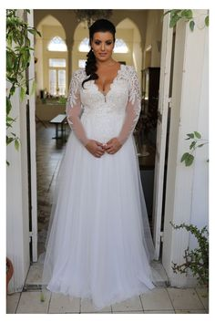 Plus Size Wedding Dresses With Sleeves, Plus Size Wedding Gowns, Black Wedding Dresses, Wedding Dress Sleeves, Princess Wedding Dresses, Bridal Dresses, Lace Sleeves, Tulle Wedding, Wedding Bride