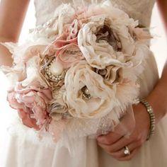 Un bouquet de fleurs en tissu