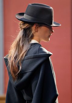 only hermes. Black hat and hooded coat - Hermes, Fall 2012 Beauty And Fashion, High Fashion, Womens Fashion, Fashion Shoes, Looks Style, Style Me, Hermes, Maxi Robes, Beauty