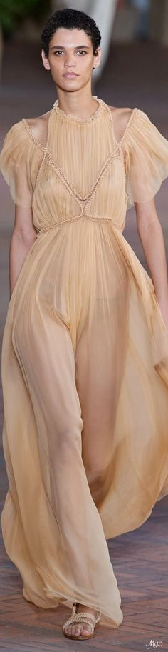 Simply Fashion, All Fashion, Fashion 2020, Fashion Show, Womens Fashion, Fashion Trends, Edgy Chic, Italian Fashion Designers, Alberta Ferretti