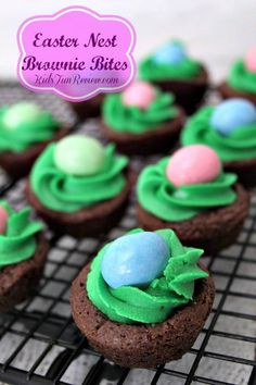 Easter Nest Brownie bites recipe recipes appetizers recipes brunch recipes brunch breakfast bake recipes for kids easter recipes easter recipes brunch Easter Snacks, Easter Brunch, Easter Treats, Easter Recipes, Easter Food, Easter Party, Easter Baking Ideas, Easter Meal Ideas, Cute Easter Desserts