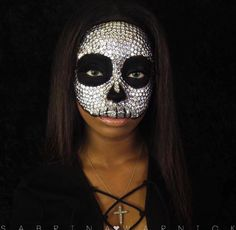 SEQUINED SKULL || for the glitter obsessed. Tag a friend who would love this! Shop glitters link in bio. Fabulous Rtist: @sabrinawarnickmakeup #glitterrealm .