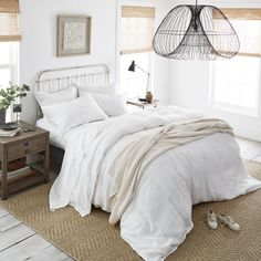 Boll & Branch - Sustainable & Organic Bedding - With a strict focus on creating an ethical supply chain, Boll & Branch has quickly become a go-to for those looking for responsibly-made bedding in the US since their launch in 2013. In addition, they make high-quality products that last, from as much natural material as possible (their bedding is made from 100% organic cotton).