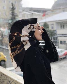 Image may contain: 1 person closeup and outdoor Tesettür Eşarp Modelleri 2020 Arab Girls Hijab, Girl Hijab, Most Beautiful Dresses, Beautiful Hijab, Suit Fashion, Party Fashion, Dress Fashion, Muslim Fashion, Hijab Fashion
